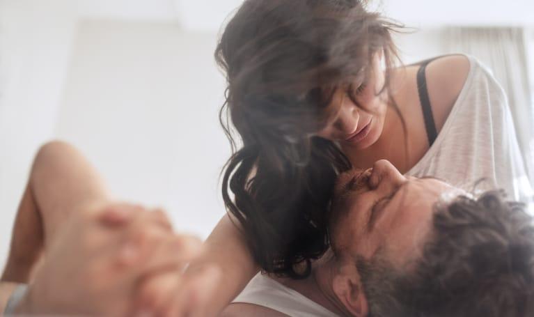 Couple qui se donne du plaisir